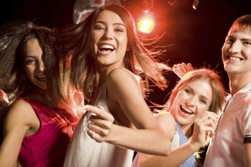 girls-in-nightclub